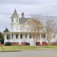 "VIRGINIA: HAMPTON: classic houses: 4400 Victoria Boulevard: ""Little England Inn"" as seen from South Armistead Avenue, Хэмптон"