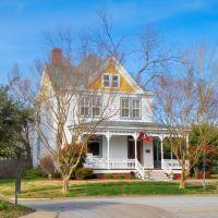 VIRGINIA: HAMPTON: private residence, 4601 Victoria Boulevard, Хэмптон