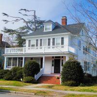 VIRGINIA: HAMPTON: private residence, 70 Columbia Avenue, Хэмптон