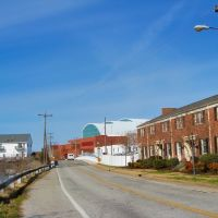 VIRGINIA: HAMPTON: view north on Bridge Street to the Darling Bridge, with the Virginia Air and Space Center ahead on the right, Хэмптон