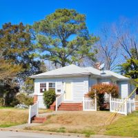 VIRGINIA: HAMPTON: private residence, 307 Old Point Avenue, Хэмптон