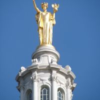 Gold Statue on top of Wisconsin State Capitol in Madison, Мадисон