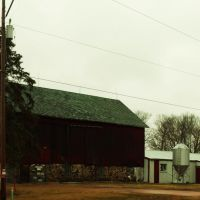 Tumbledown Barn, Манитауок