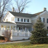 Miller-Davidson House 1858, Меномони Фаллс