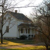 Koch House 1873, Меномони Фаллс