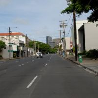 Beretania Street towards downtown Honolulu, Гонолулу