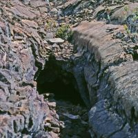 Lava tube along the lower Mauna Loa Trail, Лиху