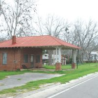 old Horn service station and 1880s Horn house, Aucilla, Fla (3-15-2008), Аттапулгус