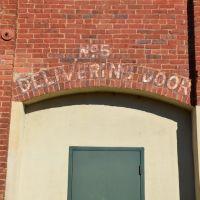 No. 5 Delivering Door, Колумбус