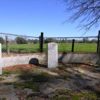 Markers for Gen. John Clark, Gen. John Coffee, and Gen. Mark Wilcox. Jacksonville Cemetery, Макон