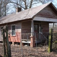 Old abandoned shotgun house., Норт Друид Хиллс