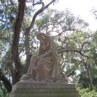 Statue at Bonaventure gravesite, Тандерболт