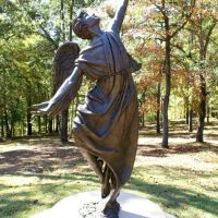 Cedar Lane Angel  sculptor Don Haugen, Хардвик