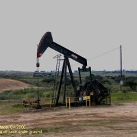 An oil pump in Santa Maria, CA, Гари