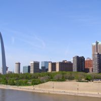 Riverfront Scape with Gateway Arch, St. Louis, MO, Сент-Луис