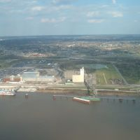 Apr 2007 - St. Louis, Missouri. The Illinois side of the river from atop the Gateway Arch., Сент-Луис