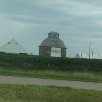 Round barn off 80, Аледо