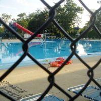 The pool, Вилла-Парк