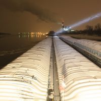 M/V Bob Stith in snow & lock delay 28JAN09, NB @ Woodriver, Ill, Mel Price L&D ahead all lit up., Вуд Ривер