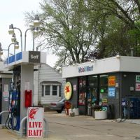 Just a gas station on Route 64 in St. Charles, Сант-Чарльз