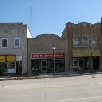 Stores on Route 64 in downtown St. Charles, Сант-Чарльз