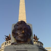 Lincolns tomb, everyone wants to rub his nose., Спрингфилд