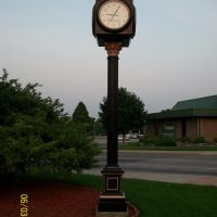 Streetside clock by jewelry store near sunset; Elkhart, IN, Елкхарт