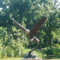 Eagle Sculpture at Wellfield Botanical Garden; Elkhart, IN, Елкхарт