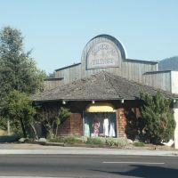 Fashion shop in Oakhurst, Артесия