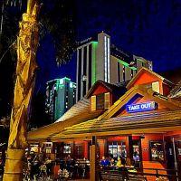 BJs Restaurant & Brewhouse • Burbank Ca. USA, Барбэнк
