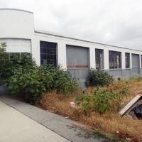 Disused building in Vernon, Белл