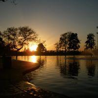 la  puesta del sol en bell gardens, Белл-Гарденс