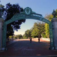 University of California, Berkeley カリフォルニア大学バークレイ校のブロンズ門, Беркли