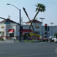 In-N-Out Burger @ Firestone & Lakewood, Дауни
