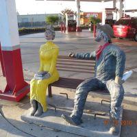 Fresno Sit by Me statue, Истон