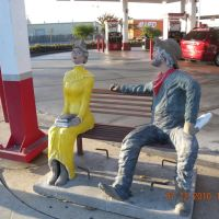 Fresno Sit by Me statue, Калва