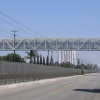 Ped Bridge on Willowbrook Ave, Комптон