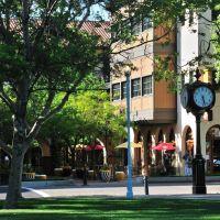 Todos Santos Plaza in Concord, Конкорд