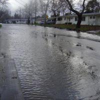 2005 Flood: Coast Guard Housing(Quinalt Village) on Hamilton Ave, Конкорд