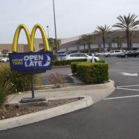 Harbor Center Mcdonalds Drive Thru Sign, Коста-Меса
