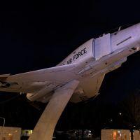 USAF Jet at Boeing Plaza, Ланкастер