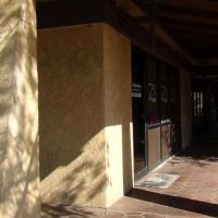 Covered Entrance, Ланкастер