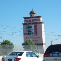 Plaza Mexico Sign going East on 105 Fwy, Линвуд