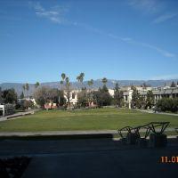 Vista general del campus de LLU y al fondo Montes de S. Bernardino, Линда