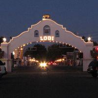 Lodi City Arch at Dusk, Лоди