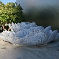 Fountain made out of broken Delft Blue, Лос-Анжелес
