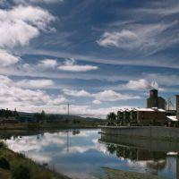 Napa river, third street bridge reflection of the napa mill area, Напа