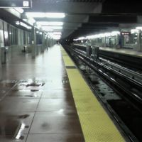 El Cerrito Plaza BART station after rain, Олбани