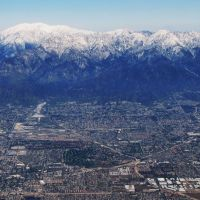 View to San Gabriel Mountains (north), from Ontario, CA, USA., Онтарио