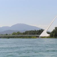 Sundial Bridge from the Sacramento River, Реддинг